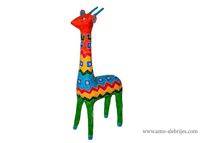 fotos de alebrijes jirafa con sueter